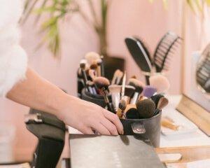 Salon hair dresser